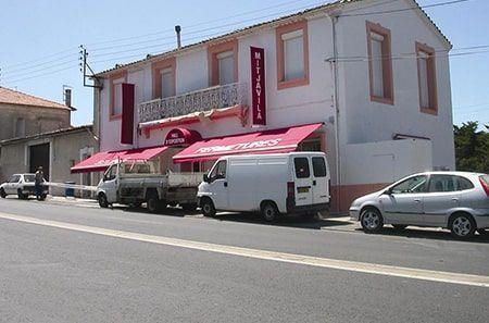 Showroom Montpellier Orilon, stores et pergolas aluminium bioclimatique
